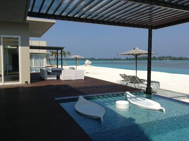 private pool h island